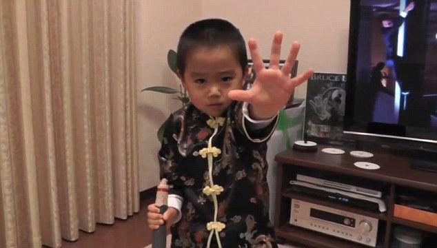 """Cậu bé 4 tuổi được mệnh danh """"Lý Tiểu Long tái thế"""" - 4"""