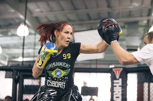 Bị nhện góa phụ áo đen cắn, võ sỹ UFC nhập viện - 2