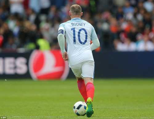 """ĐT Anh: Đá tiền vệ, Rooney mới xứng là """"Vua sư tử"""" - 1"""