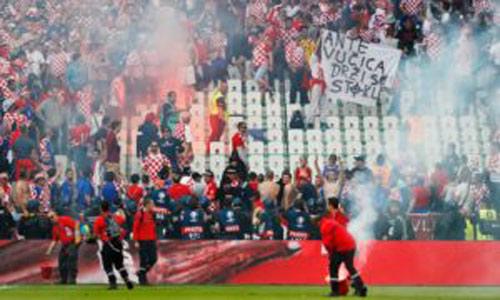 Fan Croatia lại mưu làm loạn, khiến tuyển nhà bị loại - 1