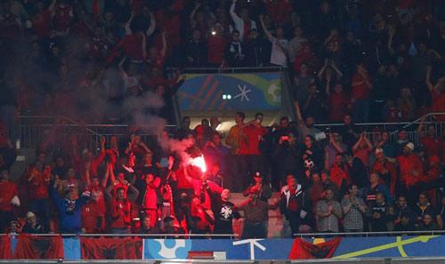 Video hot EURO 20/6: CĐV Albania ăn mừng như vô địch - 3