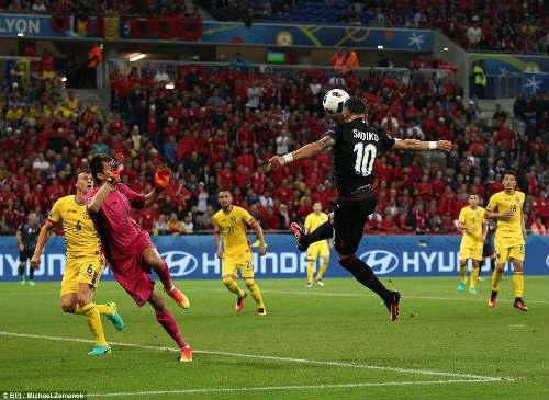 """Ảnh đẹp Euro 20/6: Pogba chúc mừng """"Ngày của bố"""" - 1"""