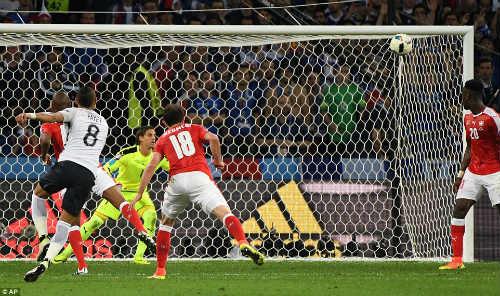 """Ảnh đẹp Euro 20/6: Pogba chúc mừng """"Ngày của bố"""" - 5"""