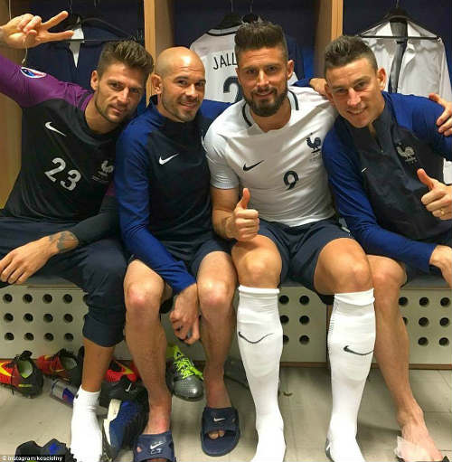 """Ảnh đẹp Euro 20/6: Pogba chúc mừng """"Ngày của bố"""" - 12"""
