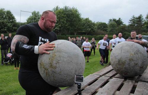 """20 giây nâng gần 1 tấn, """"Thần Thor"""" vô địch Iceland - 2"""
