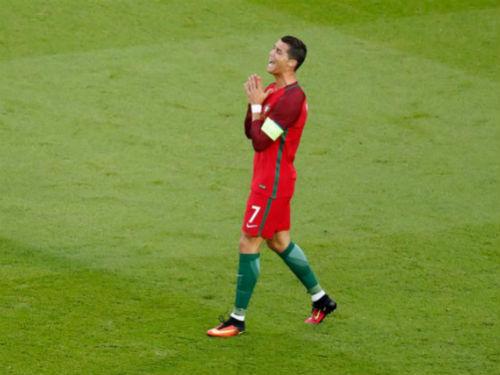 Tin nhanh Euro 20/6: Ronaldo quá nhàm chán để kết thân - 1