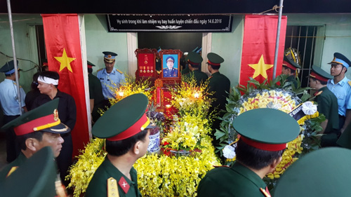 Vì sao phi công Nguyễn Hữu Cường không thể đến viếng Đại tá Khải? - 1