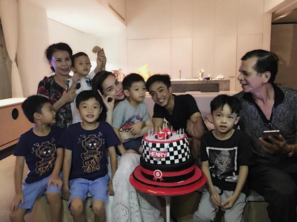 Hồ Ngọc Hà và Cường Đô La thân mật trong sinh nhật con trai - 1