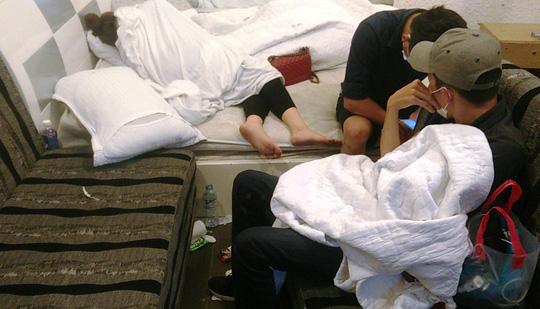 Đột kích khách sạn, phát hiện cả trăm nam nữ nghi sử dụng ma túy - 3