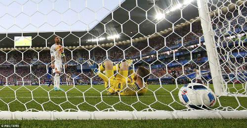 Tây Ban Nha thua, De Gea không đáng bị chỉ trích - 1