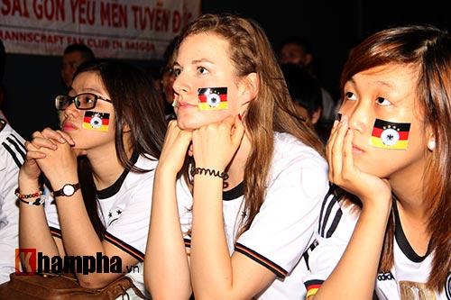 """Người đẹp nước Đức ấn tượng với fan """"Xe tăng"""" tại TP.HCM - 2"""