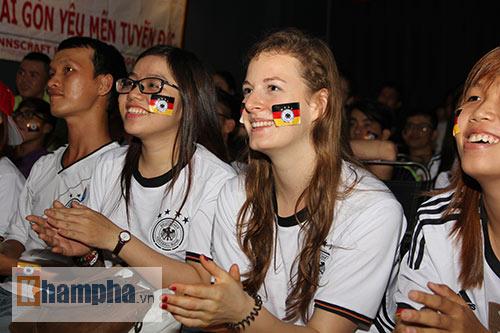 """Người đẹp nước Đức ấn tượng với fan """"Xe tăng"""" tại TP.HCM - 4"""