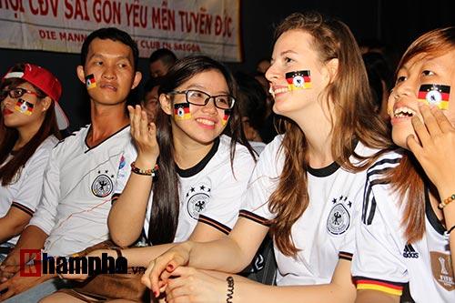 """Người đẹp nước Đức ấn tượng với fan """"Xe tăng"""" tại TP.HCM - 6"""