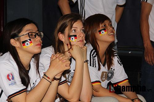 """Người đẹp nước Đức ấn tượng với fan """"Xe tăng"""" tại TP.HCM - 8"""