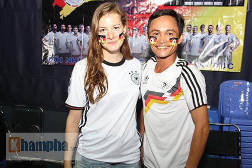 """Người đẹp nước Đức ấn tượng với fan """"Xe tăng"""" tại TP.HCM - 9"""