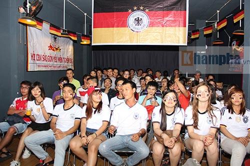 """Người đẹp nước Đức ấn tượng với fan """"Xe tăng"""" tại TP.HCM - 10"""
