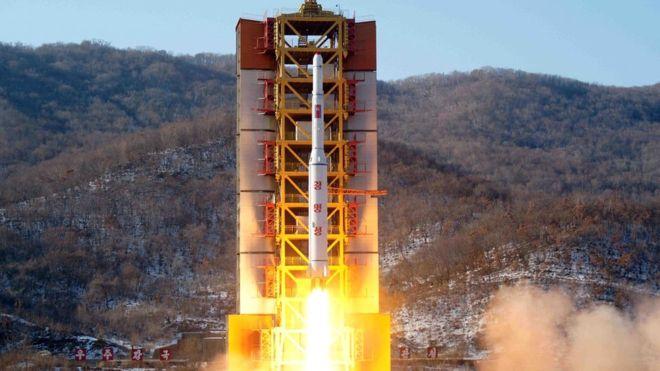 """Triều Tiên bắn liên tiếp 2 tên lửa, 1 quả """"xịt"""" - 1"""