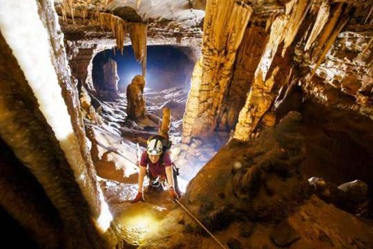 Phát hiện thêm hàng chục hang động kỳ vĩ tại Quảng Bình - 2