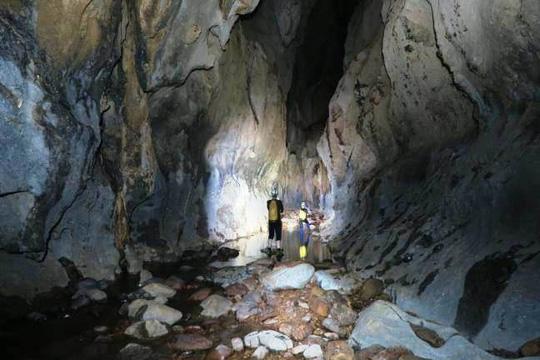 Phát hiện thêm hàng chục hang động kỳ vĩ tại Quảng Bình - 3