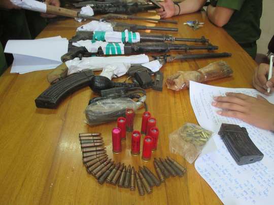 """Bắt trùm bán ma túy thủ cả """"kho"""" súng K59, súng AK, lựu đạn - 1"""
