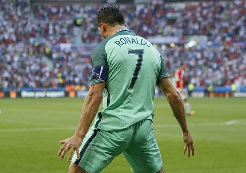 Ronaldo: Siêu sao rực sáng ở trận đấu sống còn - 2