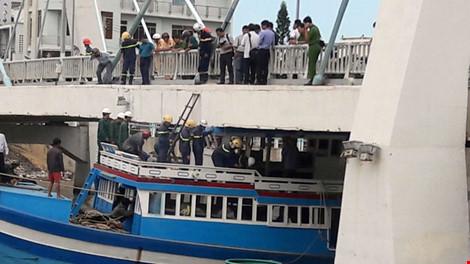 Giải cứu thành công tàu mắc kẹt dưới cầu Lê Hồng Phong - 19