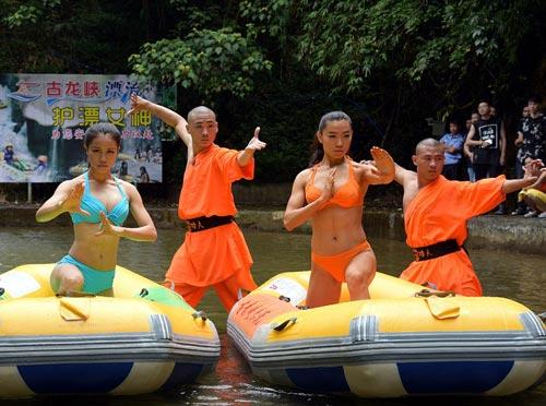 Sửng sốt: 30 người đẹp mặc bikini đánh võ Thiếu Lâm - 3