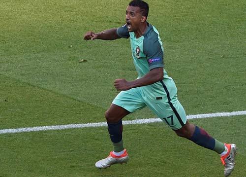 Clip VTV trực tiếp phỏng vấn Nani và đối thủ của Ronaldo - 1