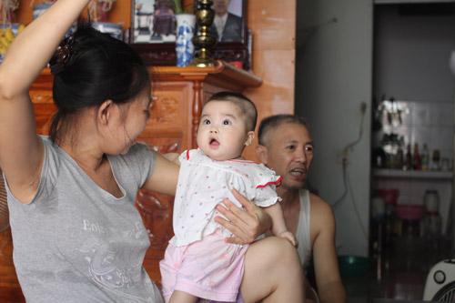Người đàn bà 53 tuổi vỡ òa hạnh phúc khi được làm mẹ - 2