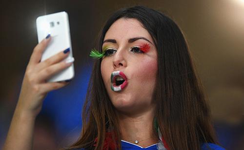 """Fan nữ xinh đẹp """"đốt cháy"""" khán đài Euro 2016 - 4"""