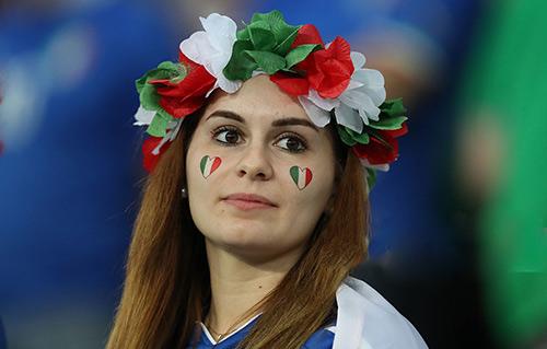 """Fan nữ xinh đẹp """"đốt cháy"""" khán đài Euro 2016 - 5"""