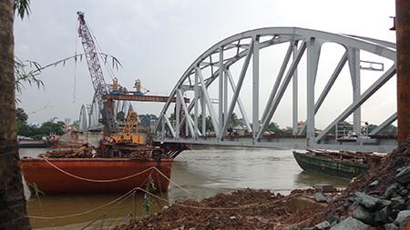Chùm ảnh: Cầu Ghềnh mới trước ngày thông tàu - 3