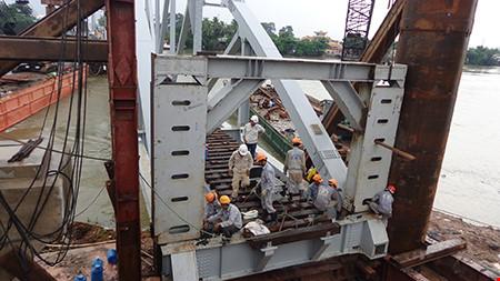Chùm ảnh: Cầu Ghềnh mới trước ngày thông tàu - 4