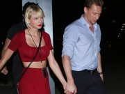 Taylor Swift và bạn trai nắm tay tình tứ nơi công cộng