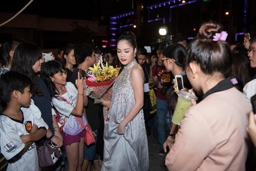 Dương Cẩm Lynh che khéo bụng bầu dự sự kiện - 2