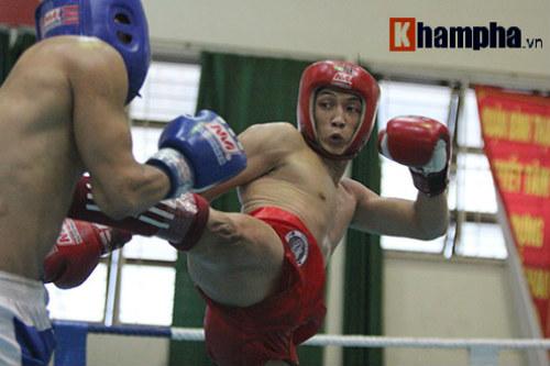 Em trai Duy Nhất vô địch kịch tính trên sàn kickboxing - 1