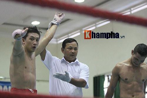 Em trai Duy Nhất vô địch kịch tính trên sàn kickboxing - 4
