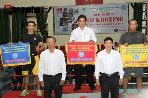 Em trai Duy Nhất vô địch kịch tính trên sàn kickboxing - 5