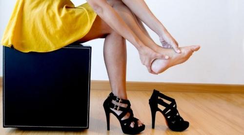 7 lý do các phụ nữ không nên đi giày cao gót - 2