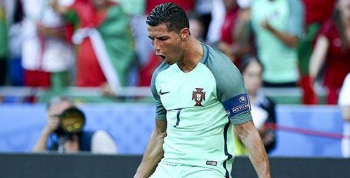 Messi thăng hoa, Ronaldo phải giành Quả bóng vàng EURO - 2