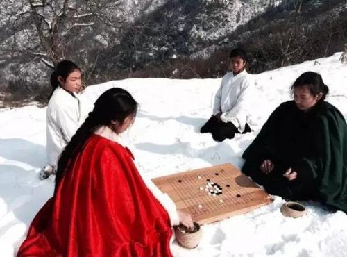 Vợ chồng trẻ sống ẩn dật trên núi như phim kiếm hiệp - 3