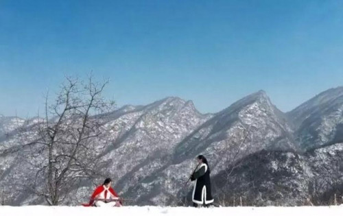 Vợ chồng trẻ sống ẩn dật trên núi như phim kiếm hiệp - 6