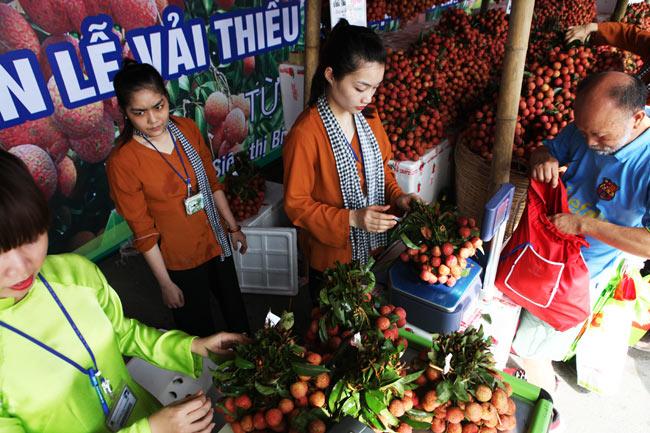 Người Hà Nội đã được ăn vải thiều Bắc Giang chính hiệu - 6