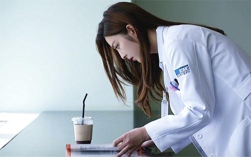 Nữ bác sĩ xinh ngất ngây đang hot nhất màn ảnh Hàn - 5