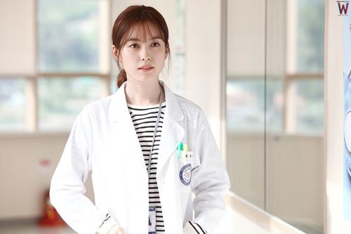 Nữ bác sĩ xinh ngất ngây đang hot nhất màn ảnh Hàn - 6
