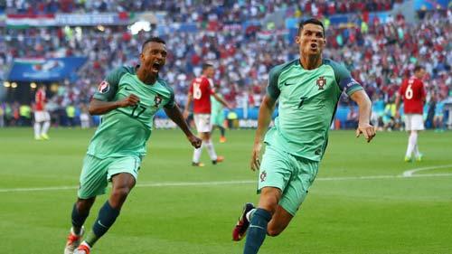 Ronaldo: Nếu anh không là người hùng, thì ai đây? - 2