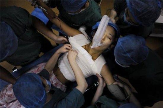 Sốc cô gái bị nổ tung ngực khi ân ái cùng bạn trai - 1