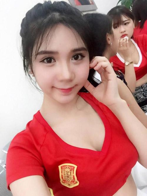 Hot girl nóng bỏng cổ vũ Tây Ban Nha Euro 2016 là ai? - 4