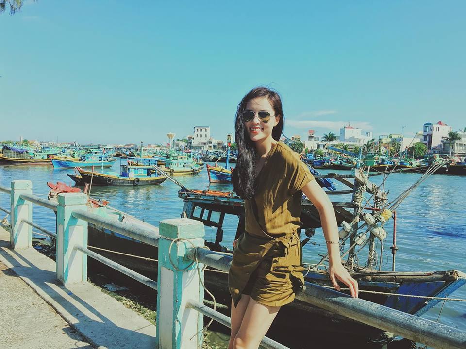 Hoa hậu Kỳ Duyên diện đồ sành điệu đi du lịch - 14