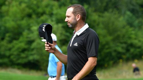 Thú vị: Golf thủ thi nhau đánh 1 gậy trúng lỗ - 1